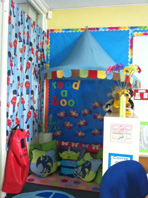 Modern Language Classroom Displays ~ Literacy read a book toy story display classroom