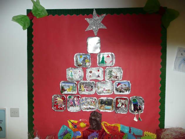 Christmas Tree Display, Classroom Display, class display, festival, tree, holly, presents, santa, star, Early Years (EYFS), KS1 & KS2 Primary Resources